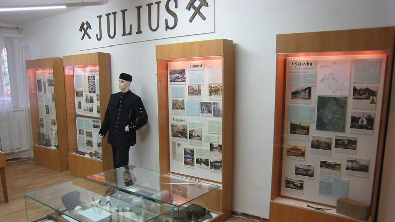 Na důl Julius odkazují i v místní expozici hornictví