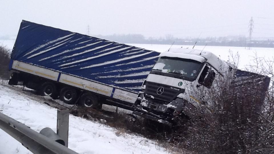 Nehoda kamionu na dálnici D2 skončila tragicky