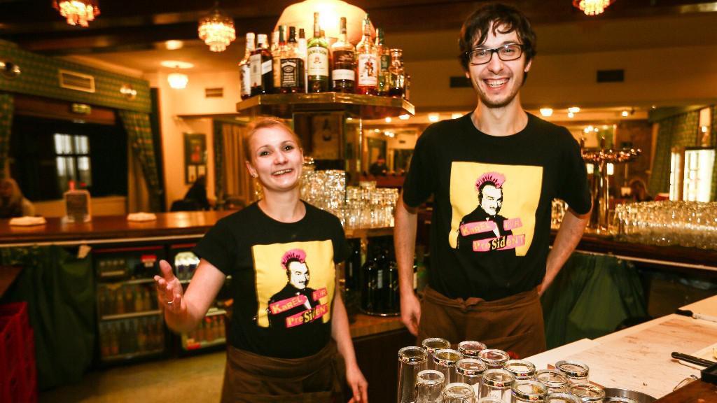 Zaměstnanci Kavárny Lucerna podporují Karla