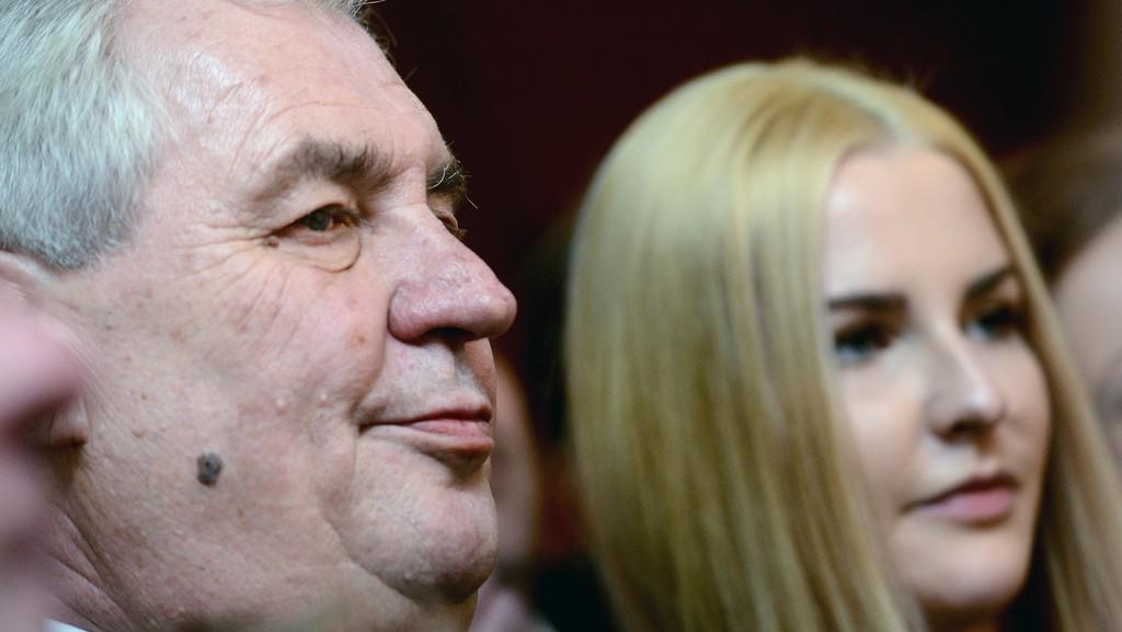Nově zvolený prezident Miloš Zeman se svou dcerou