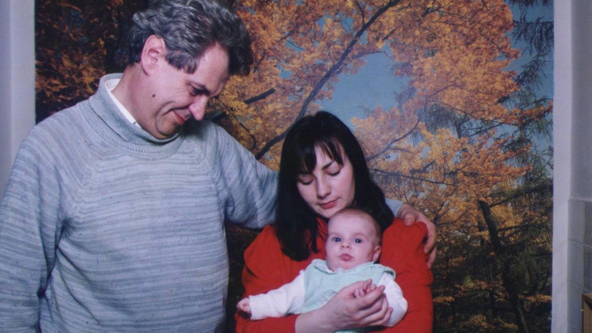 Miloš Zeman na archivním snímku s manželkou Ivanou a dcerou Kateřinou