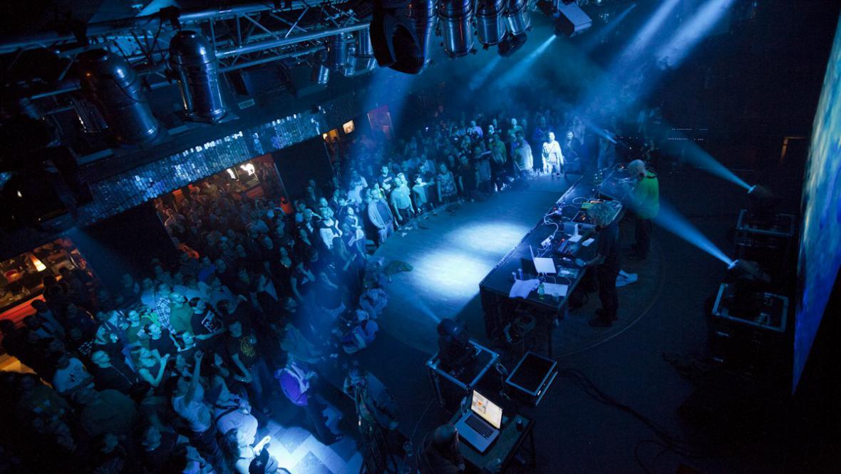 Lucerna Music Bar se nakonec dobře naplnil