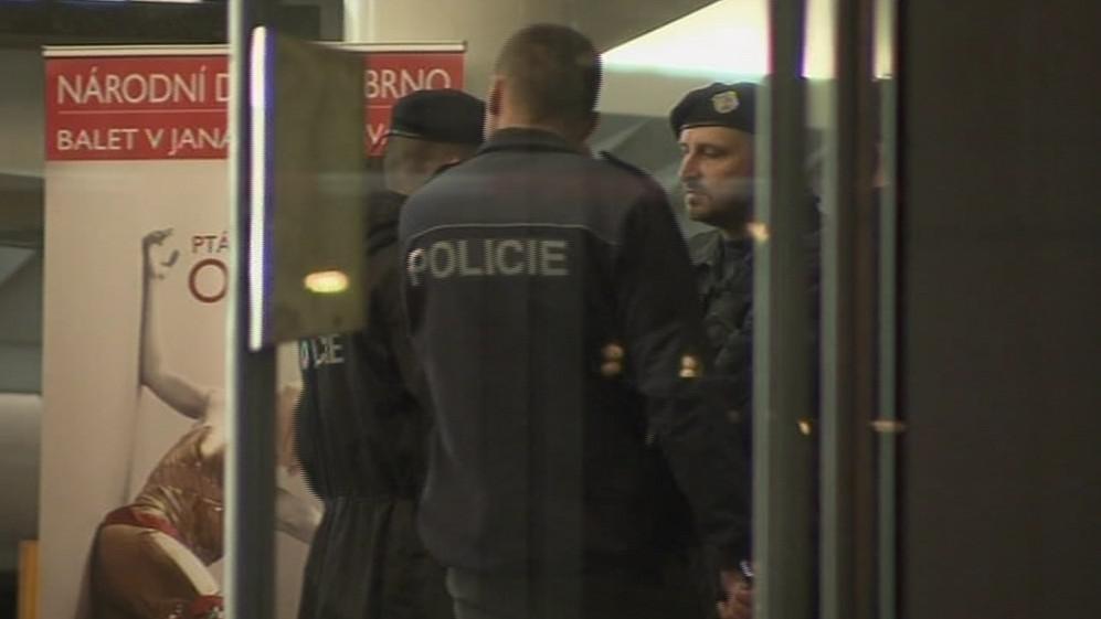 Policie musela kvůli anonymnímu oznámení evakuovat divadlo těsně před představením