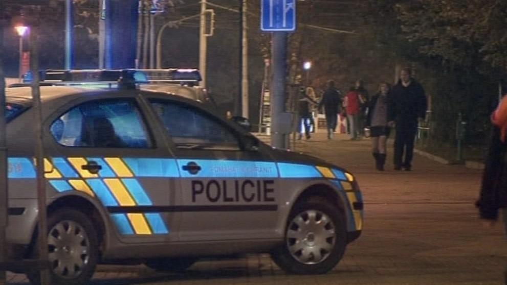 Policisté celé divadlo důkladně prohledali