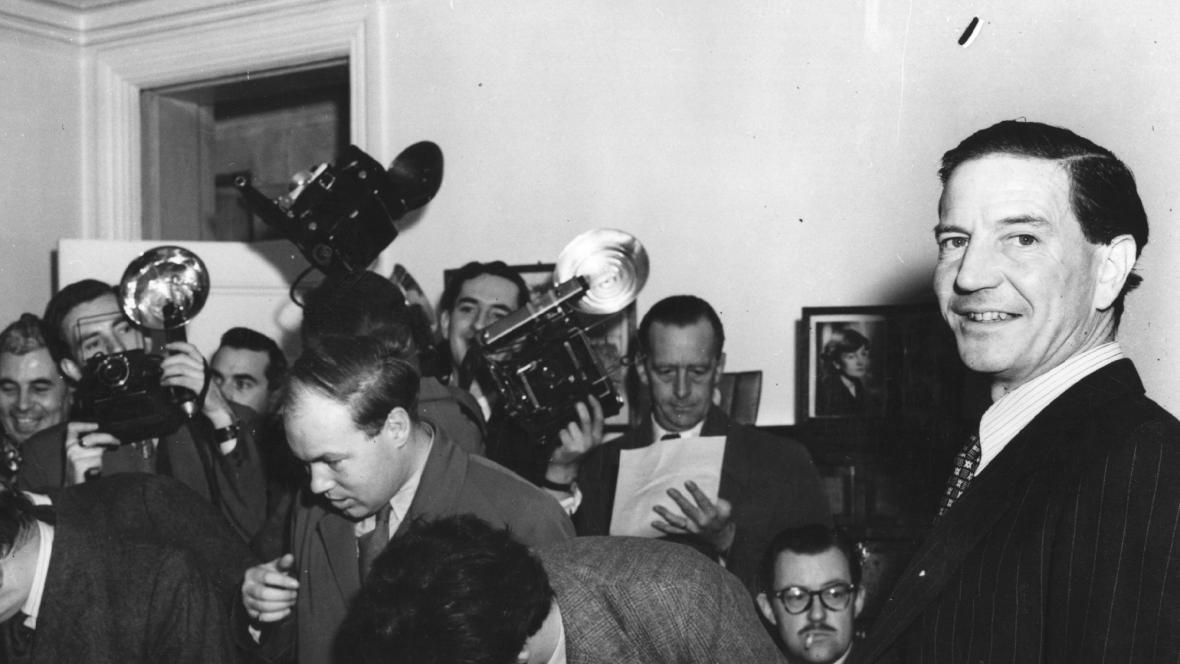 Kim Philby na tiskové konferenci v roce 1955