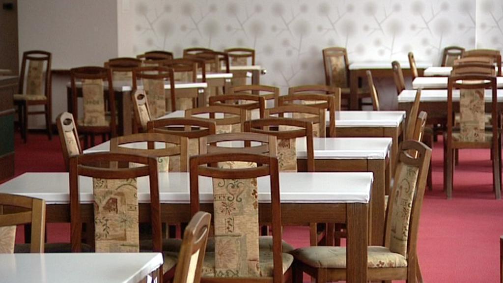Prázdná jídelna
