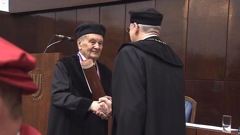 Josef Dadok převzal v Brně čestný doktorát