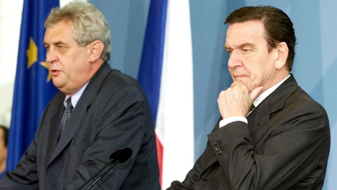 Miloš Zeman a Gerhard Schröder na schůzce v Berlíně