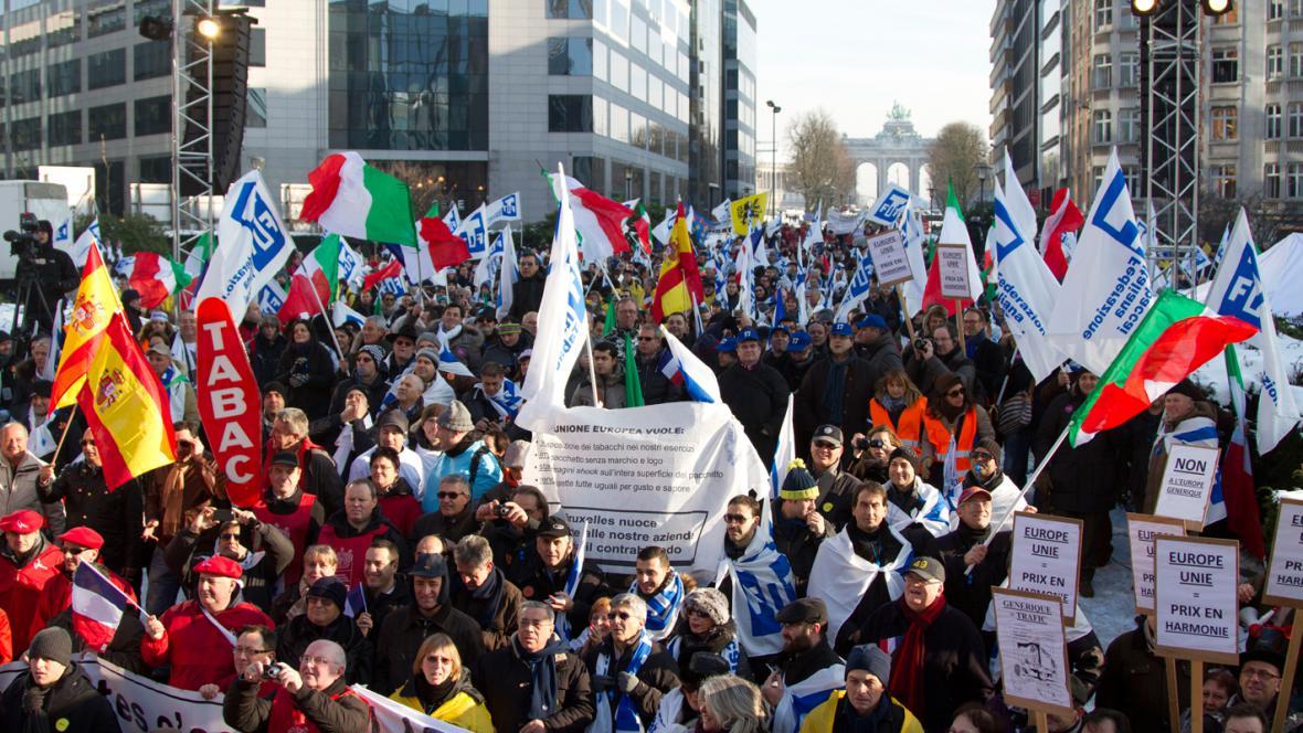 Demonstrace proti protikuřáckým opatřením
