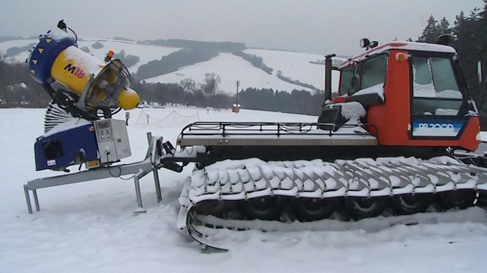 Vedení obce nakoupilo i starší sněžná děla