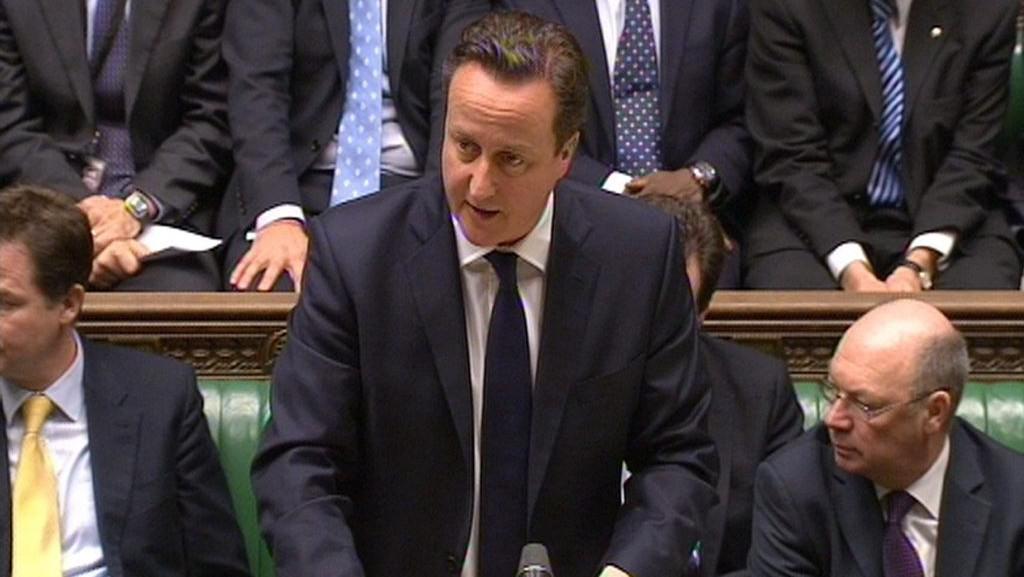 Britský premiér David Cameron v parlamentu