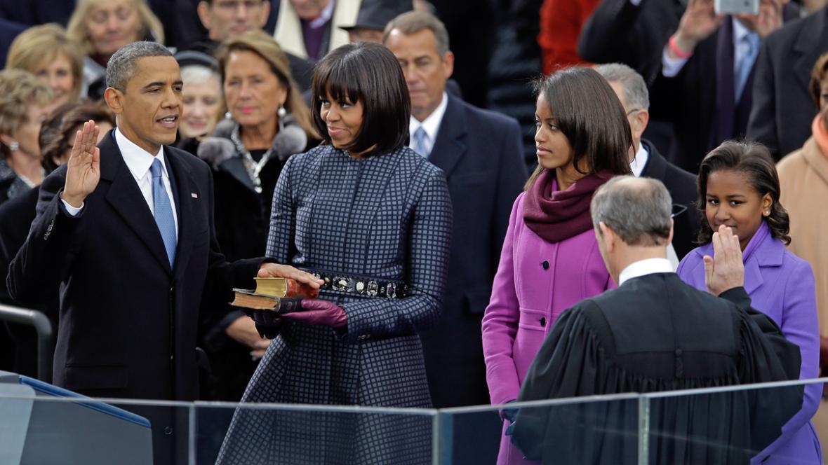 Barack Obama skládá prezidentskou přísahu