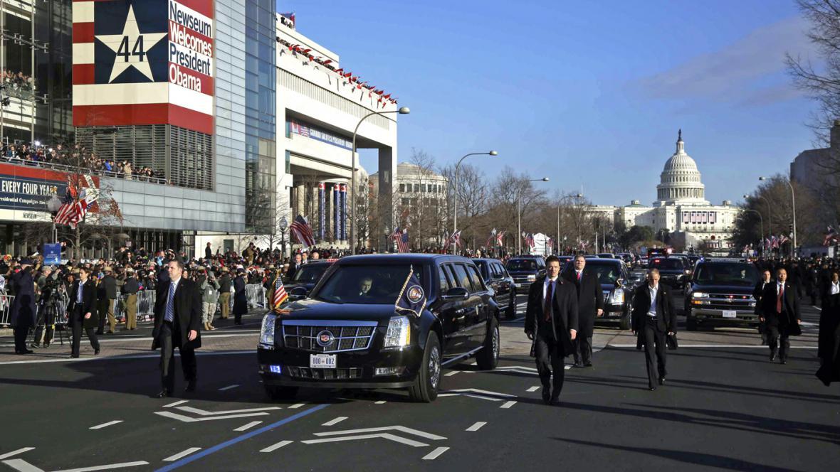 Barack Obama ve slavnostním inauguračním průvodu