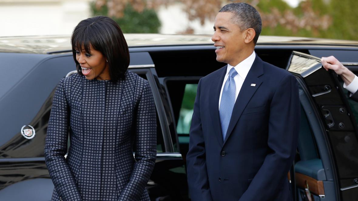 Barack a Michelle Obamovi přijíždějí do episkopálního kostela svatého Jana