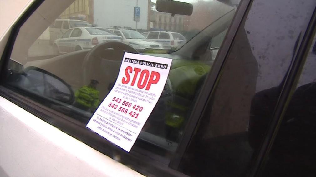 Překročení rychlosti a špatné parkování, to vše má na svědomí osoba blízká