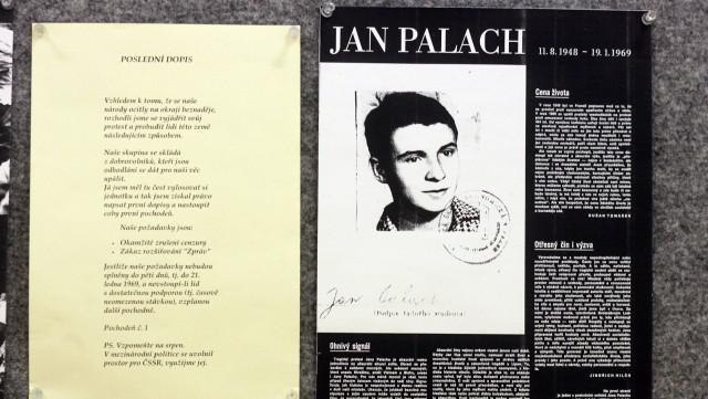 Nástěnka vzpomínek na Jana Palacha