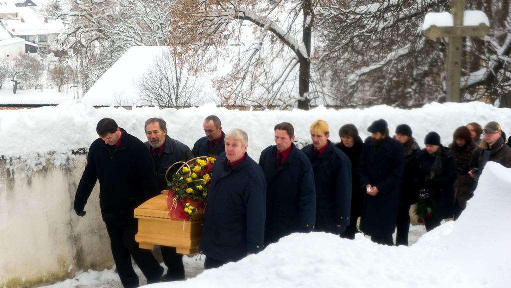 Poslední rozloučení s Jiřinou Jiráskovou v jihočeských Malenicích