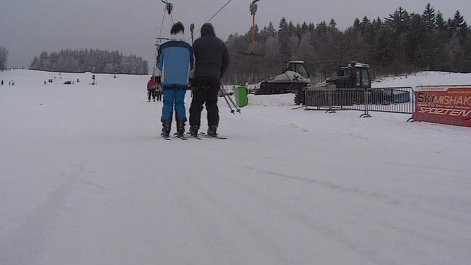 Lyžaři si užívají sněhové podmínky