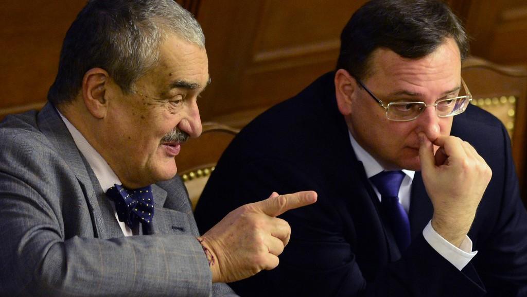 Karel Schwarzenberg a Petr Nečas na schůzi Poslanecké sněmovny