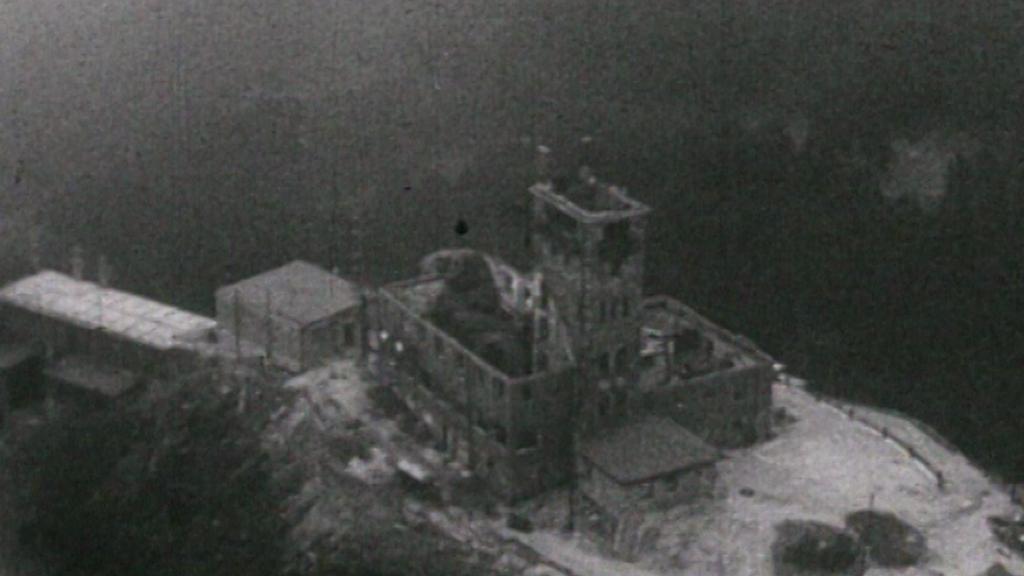 Vyhořelý ještědský hotel