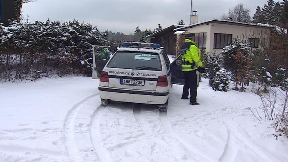 V zimě strážníci kontrolují chaty