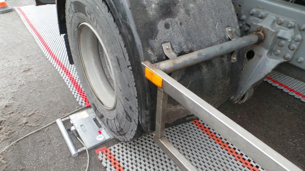Mobilní dopravní jednotka se specializuje na vážení kamionů