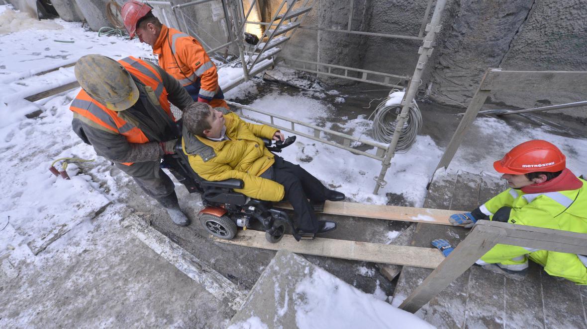 Stavbu nových stanic si mohli prohlédnout i handicapovaní