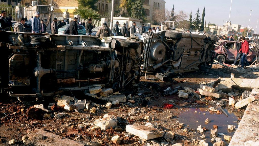 Následky výbuchu na univerzitě v Aleppu