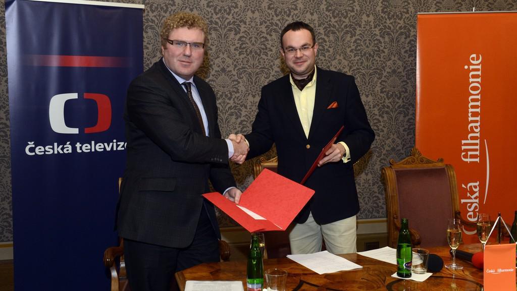 Milan Fridrich a David Mareček při uzavírání memoranda o vzájemné spolupráci mezi ČT a ČF