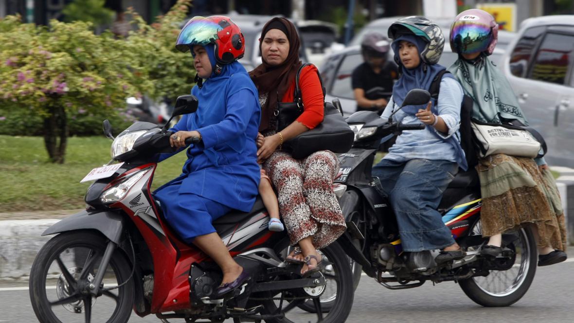 Indonésanky na motorkách