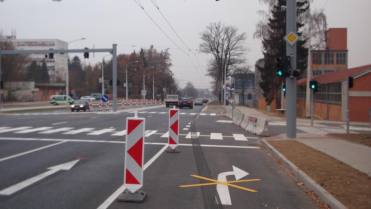 Řidiči přijíždějící ke křižovatce jsouzmatení