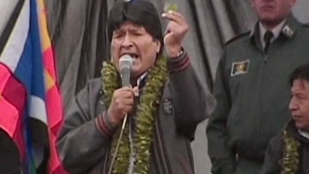 Evo Morales s lístkem koky