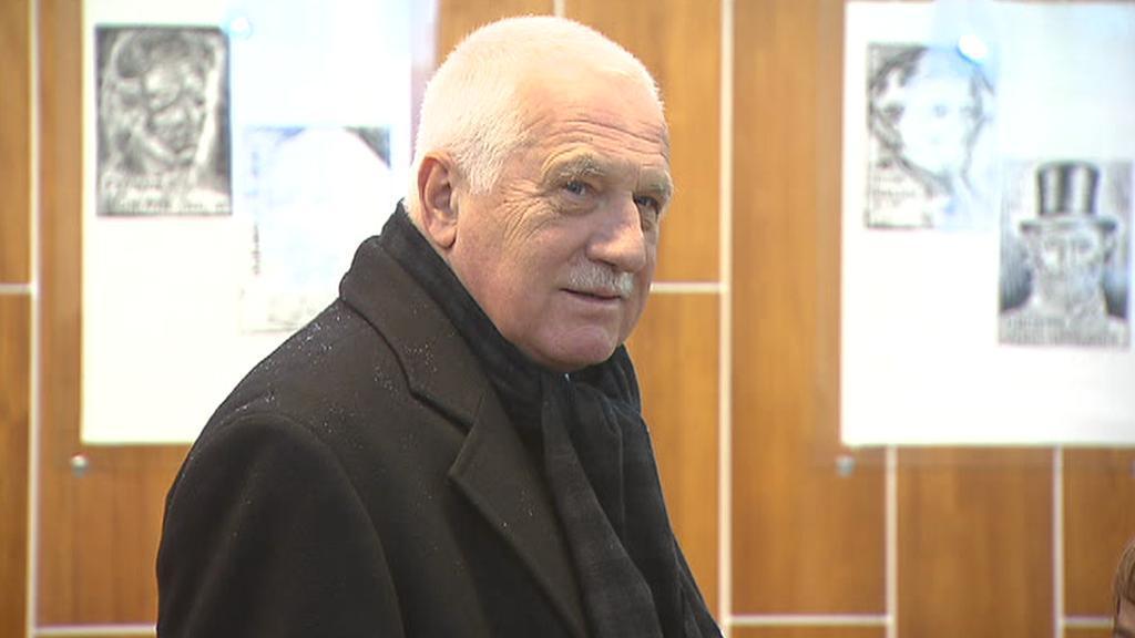 Václav Klaus ve volební místnosti v Praze 8