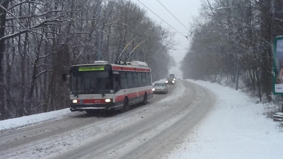 Některé trolejbusy musel dopravní podnik odklonit