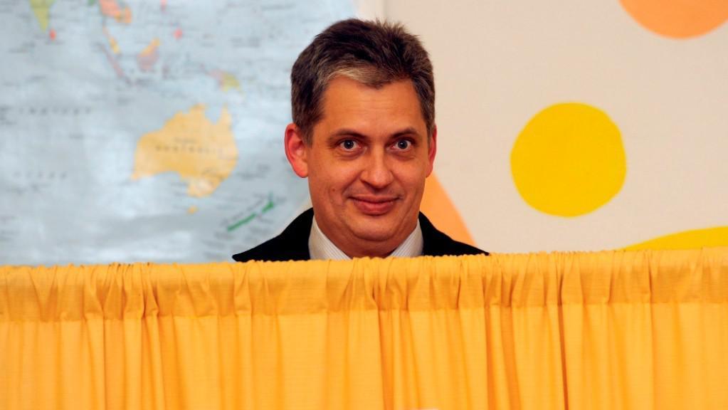 Prezidentský kandidát Jiří Dienstbier za plentou