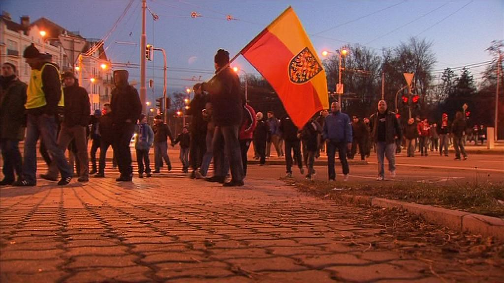 Tisícovka fanoušků Zbrojovky oslavila pochodem stoleté výročí klubu