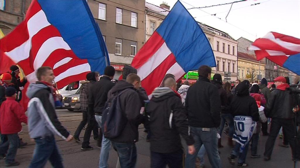 Zbrojováci pochodem za Lužánky oslavili stoleté výročí klubu