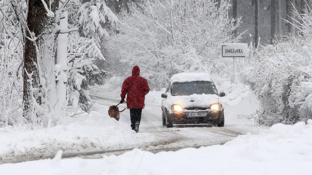 Zimní počasí komplikuje v Česku dopravu