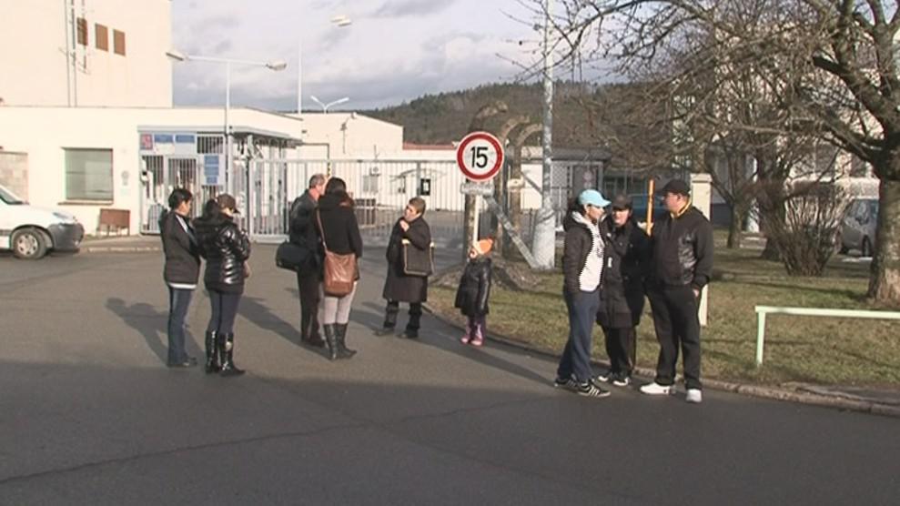 Před kuřimskou věznicí čekají na amnestované příbuzní