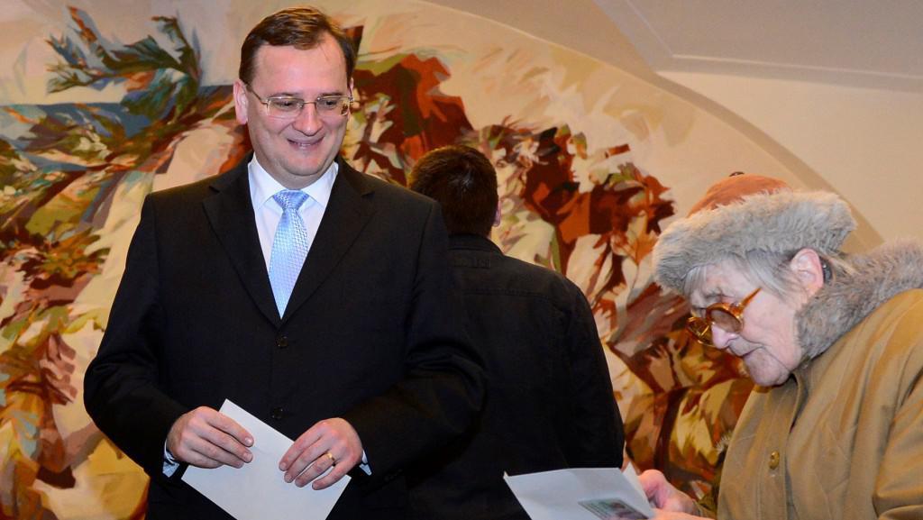 Premiér Petr Nečas odevzdal svůj volební hlas