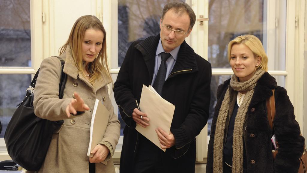 Pozorovatelé OBSE, zleva: vedoucí mise Monika Dadová (Česko), Goran Petrov (Makedonie) a politická analytička Daria Papr