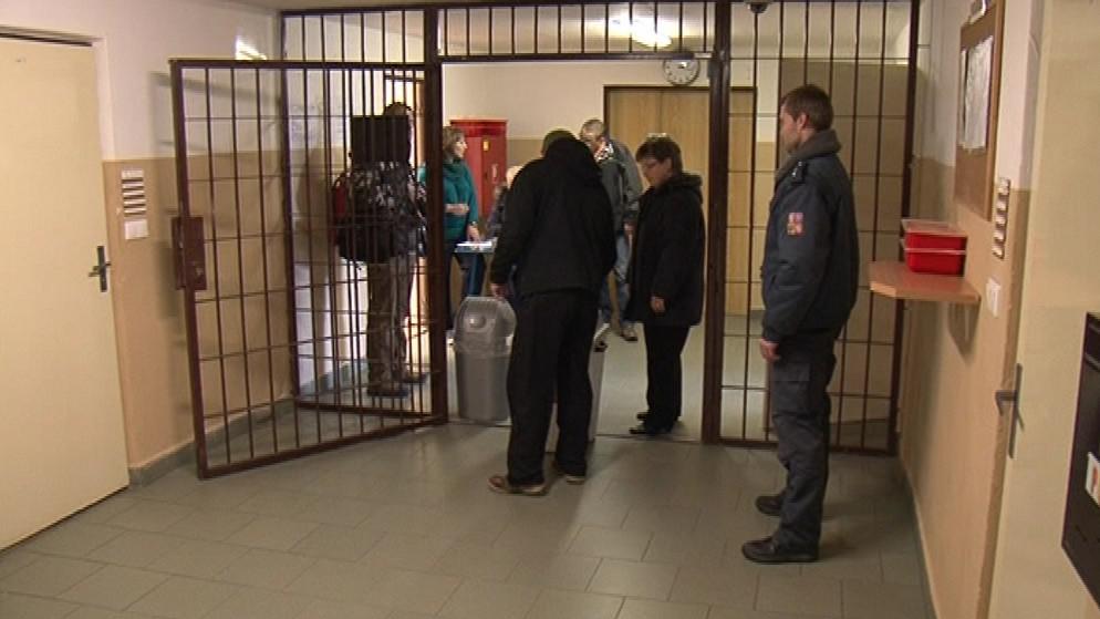 Mezi vězni projevilo zájem o volbu téměř tři sta z nich