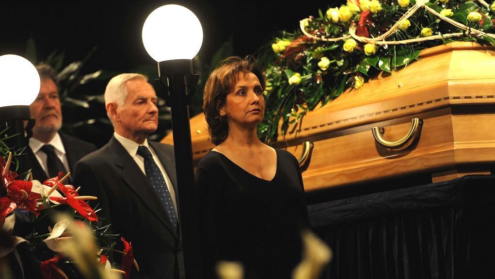 Herečka Veronika Freimannová drží čestnou stráž