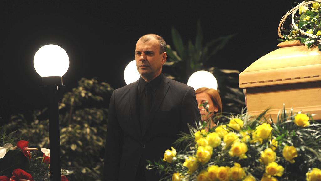Petr Rychlý při čestné stráži u rakve