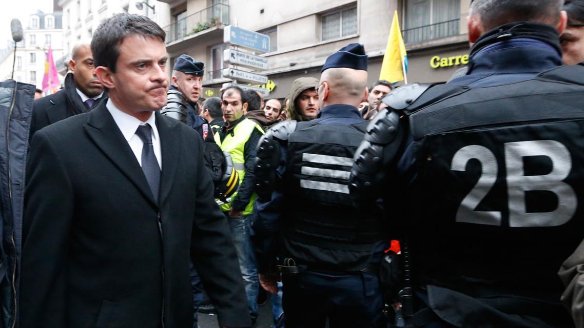 Francouzský ministr vnitra Manuel Valls na místě vraždy tří Kurdek