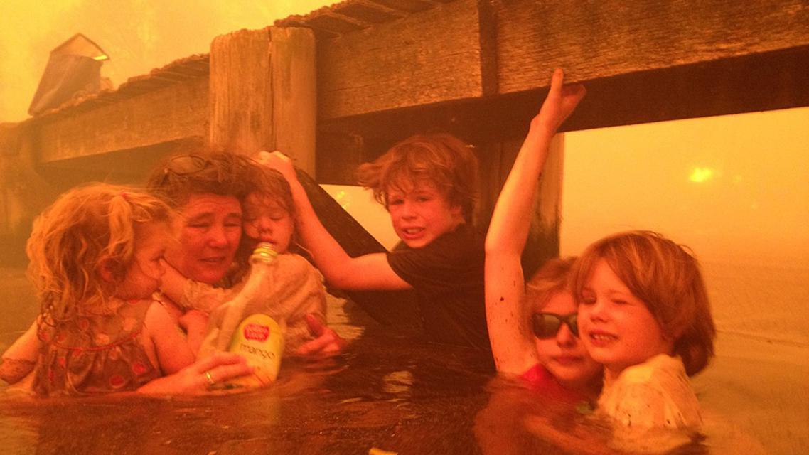 Tammy Holmesová se svými vnoučaty