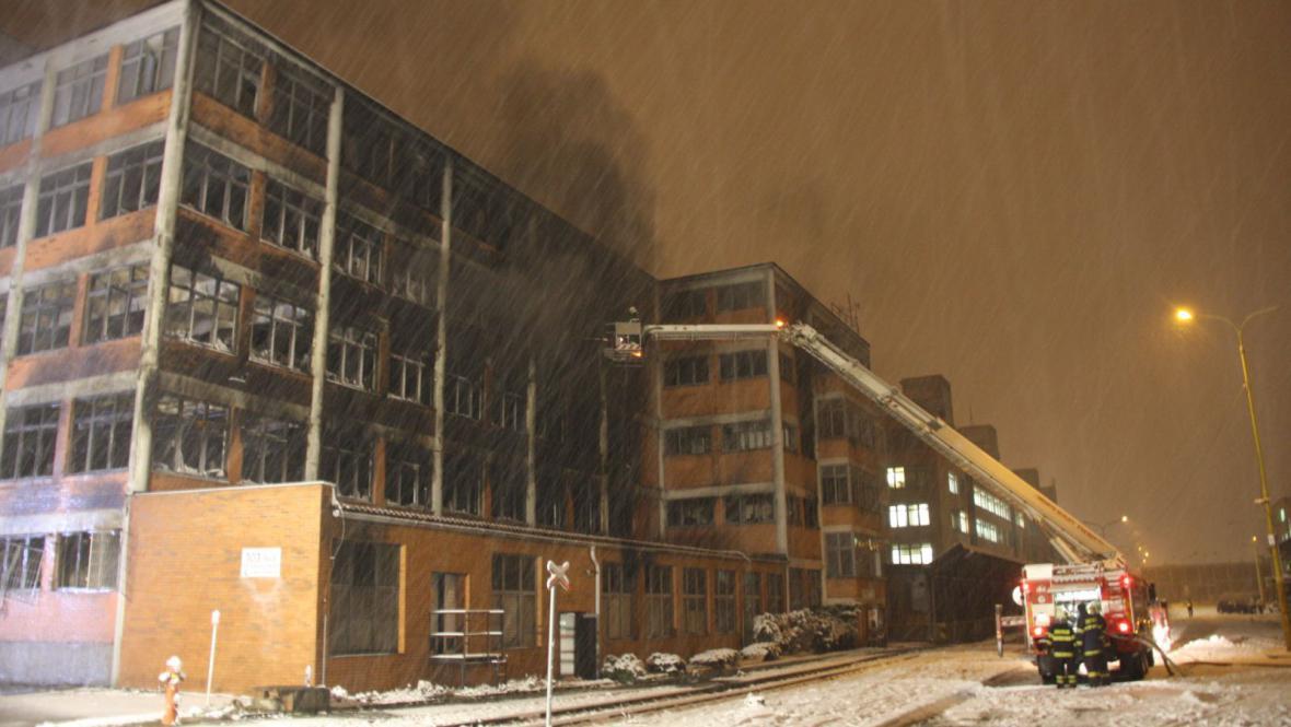 Zásah ve Svitu komplikoval nejprve déšť, později sníh