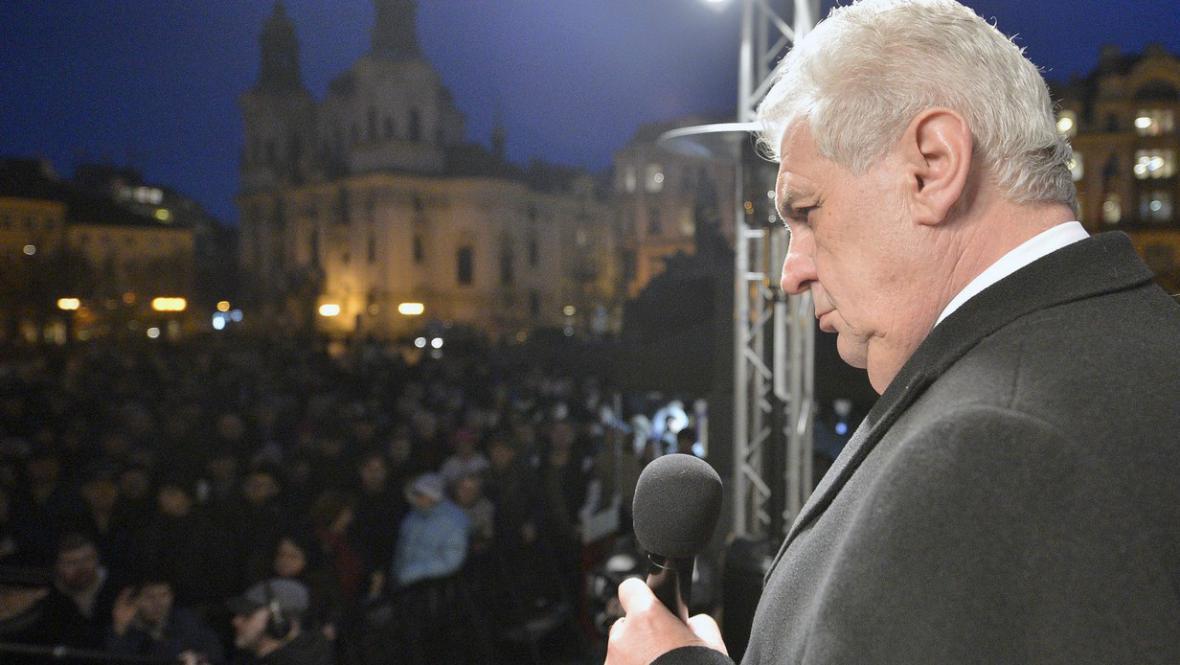 Miloš Zeman na Staroměstském náměstí