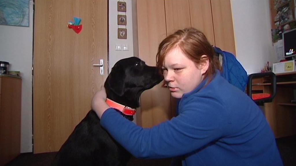 Kamila se svým vodicím psem