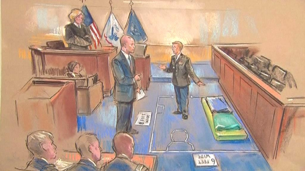 Manning předvádí soudu podmínky ve vazbě